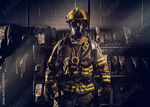 Fotomural Firefighter wearinf protection clothes and gears