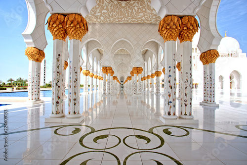 Spoed Foto op Canvas Abu Dhabi Sheikh Zayed Grand Mosque in Abu Dhabi Interior
