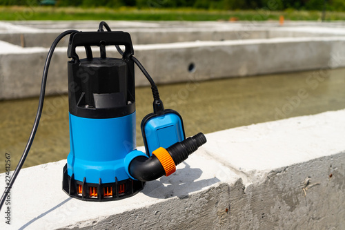 Fotografia  Submersible pump dewater construction site, pumping flood water sing deep well