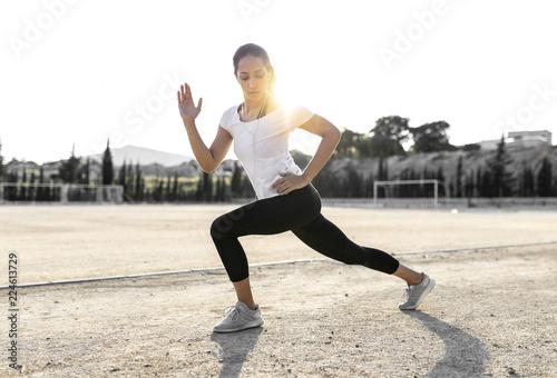 Joven chica practicando deporte. Canvas Print