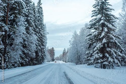 Fototapeta śnieżna wiejska droga