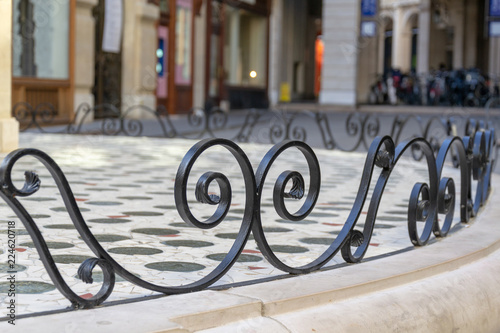 Fotografie, Obraz  rue parisienne volute metal