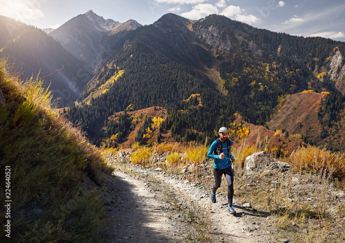 Fotografía  Trail running in the mountains