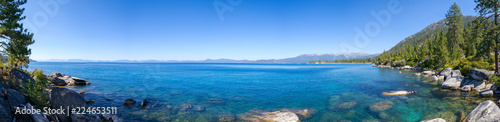 Poster Lac / Etang Sand Harbor in Lake Tahoe from the distance