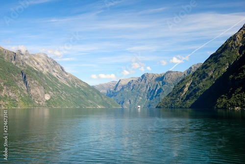 Poster Bergen View of nearby mountains and waterfalls from the Geirangerfjord in Norway