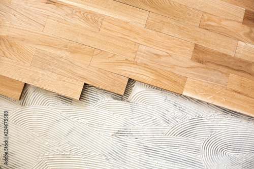 Obraz Subfloor mixture and assembled parquet plates - fototapety do salonu