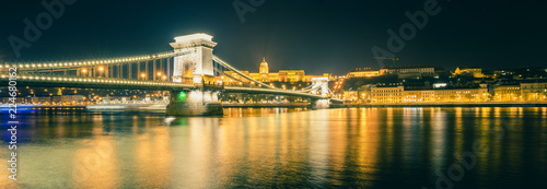 Foto op Plexiglas Boedapest Chain bridge on Danube river in Budapest, Hungary