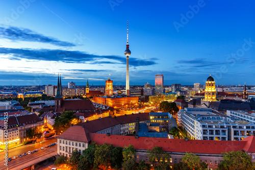 Keuken foto achterwand Berlijn Berlin Fernsehturm Rotes Rathaus bei Nacht Deutschland Stadt