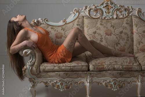 Fotografía  Sensual woman relax on fashionable sofa