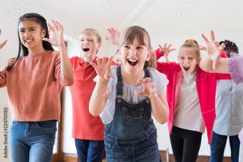 Obraz Group Of Children Enjoying Drama Class Together - fototapety do salonu