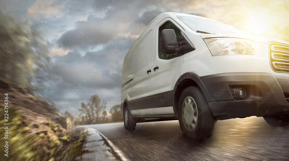 Fototapety, obrazy: Lieferwagen unterwegs auf einer Landstraße