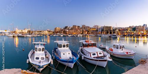 Kreta Heraklion Griechenland Hafen Boote Panorama blaue Stunde Abend