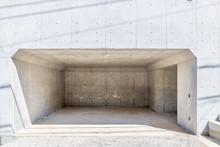 コンクリートの駐車場...