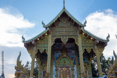 Foto op Aluminium Bedehuis Stupa of Wat-Pratatdoikam (temple name) in Chiangmai, Thailand - lot of Buddhism and tourist come to pray and worship.