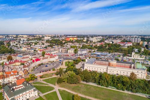 Fototapeta Lublin krajobraz miasta z lotu ptaka. Zamek Lubelski i plac zamkowy widziane z powietrza. obraz