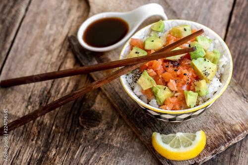 poke bowl : riz saumon tartare avocat 4