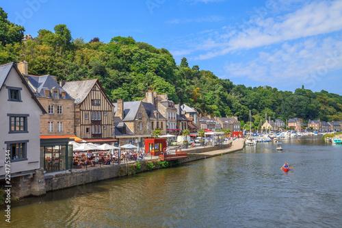 Valokuva Dinan, le port et la Rance, canoë sur la rivière