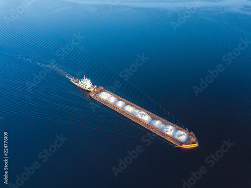 Photo Aerial view carrier ship on river Volga
