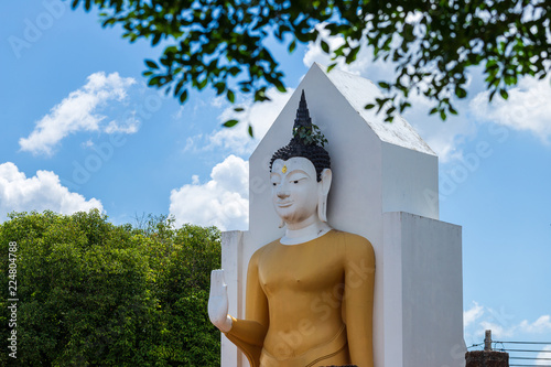 Foto  Buddha statue at Wat Phra Si Rattana Mahathat also colloquially referred to as Wat Yai is a Buddhist temple (wat) It is a major tourist attraction Phitsanulok,Thailand