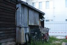日本の古びた建物