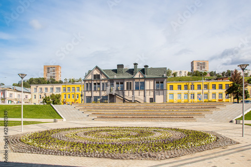 In de dag Centraal Europa Flowerbed and restaurant on the waterfront in Nizhny Novgorod
