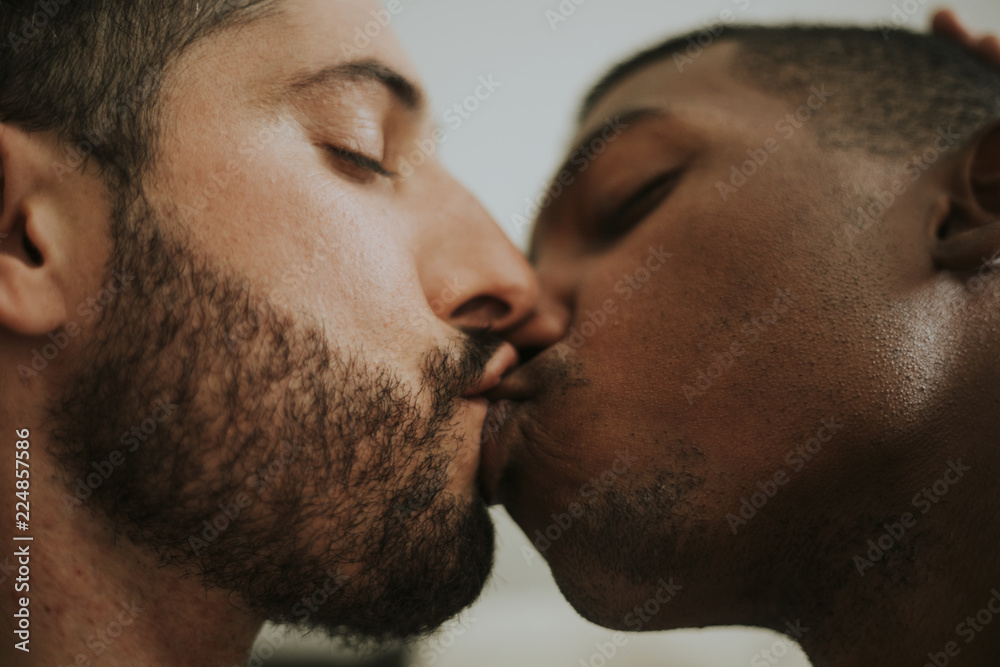 Fototapety, obrazy: Passionate gay couple making out