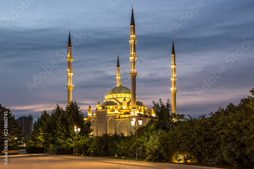 Мечеть «Сердце Чечни» на фоне красивого неба