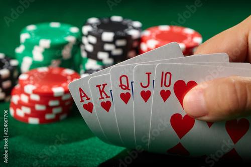 Valokuva Flush royal in poker player hand. Lucky winner.