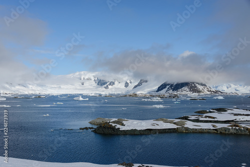 Poster Antarctica Antarctic landscape with mountains and islands
