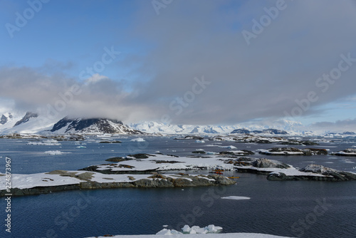 Spoed Foto op Canvas Antarctica Antarctic landscape with mountains and islands