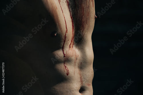 Fotomural halloween muscular chest of man zombie with blood