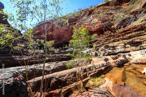 Fotobehang Chocoladebruin Hammersley Gorge rocky outback landscape