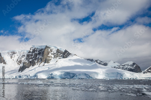 Poster Antarctic ice in the Antarctica with iceberg in the ocean