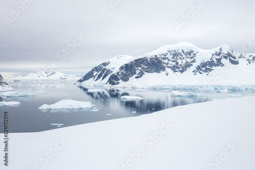 Fototapety, obrazy: ice in the Antarctica with iceberg in the ocean