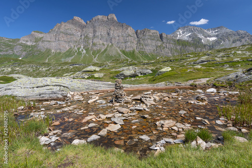 Fotografía  Landscape to the alpine mountains, San Bernardino mountain pass, Switzerland
