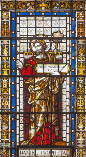 Fotomural LONDON, GREAT BRITAIN - SEPTEMBER 20, 2017: The prophet Daniel on the stained glass in church St