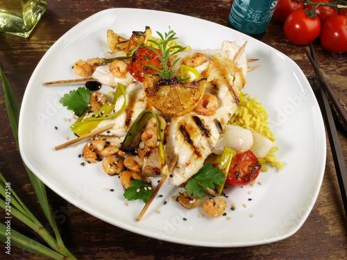 Fischfilets auf Curryreis mit Gemüse
