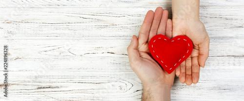 Fotografia help, Heart in Hand on wood background