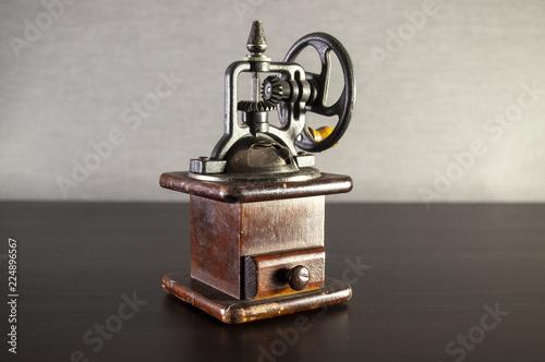 vintage coffee grinder Tableau sur Toile