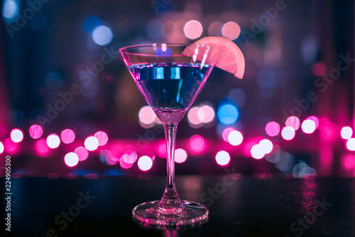 Photo sur Aluminium Cocktail Fancy fruity martini drink.
