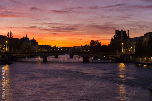 Fotografia  Spectacular crimson sunset over the Seine River in Paris