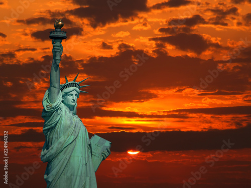 Fotografie, Obraz  The Statue of Liberty at sunrise