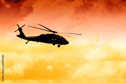 Tuinposter Helicopter silhouette tansportnogo helicopter