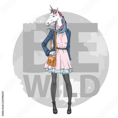 retro-hipster-moda-fantasy-zwierzat-jednorozca-model-kobieta
