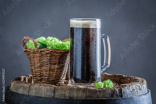 Tuinposter Bier / Cider Cold pint of dark beer with white foam