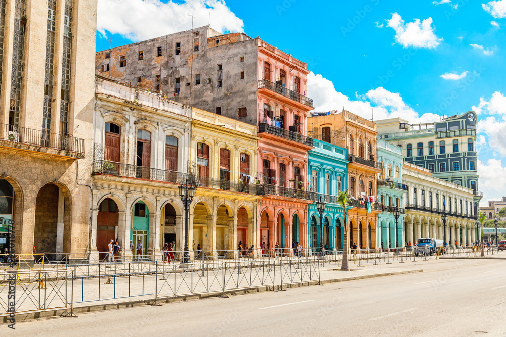 Fotografija  Old Spanish colonial living colorful houses across the road in t