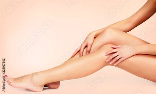 Photo Silky smooth skin of female legs after depilation