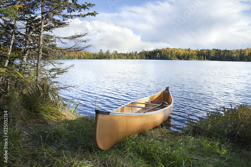 Foto Canoe on the shore of a northern Minnesota lake during autumn