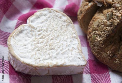 pic-nic et fromage bio en coeur