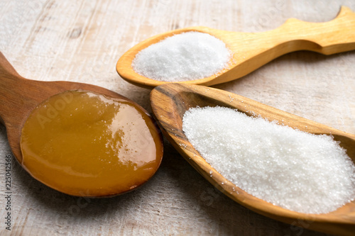 Photo Artificial Sweeteners and Sugar Substitutes in wooden spoons